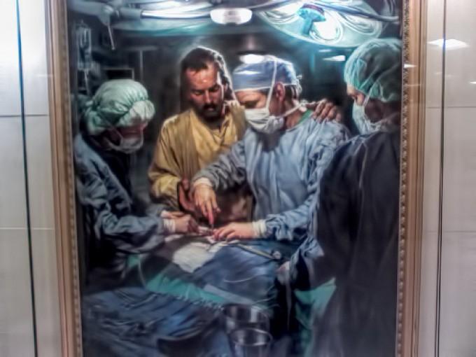 Minune cutremurătoare: Sfântul Luca și Sfântul Panteleimon înăuntrul aceleași săli de operații