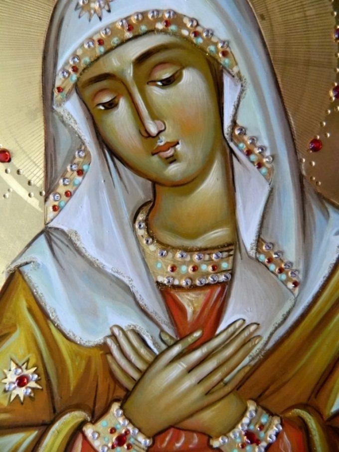 Maica Domnului, pentru smerenia ei, este cinstită ca a doua în vrednicie după Sfânta Treime