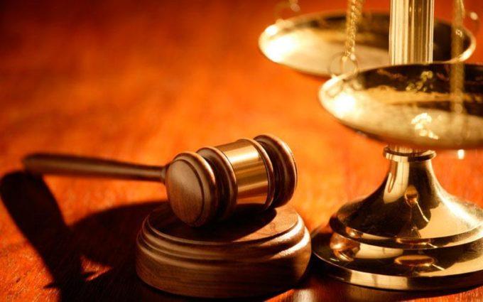 La Tribunal – o întâlnire neașteptată