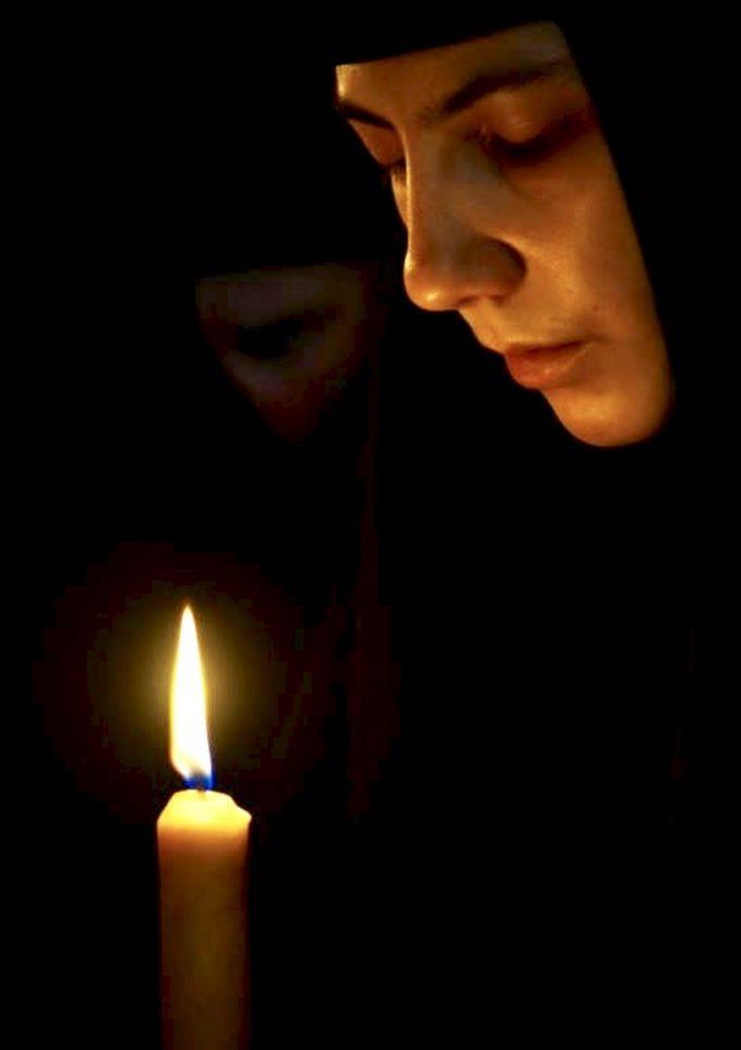 Cel care vine la nevoinţă trebuie să îmbrace haina călugărească numai după ce se deprinde îndeajuns cu virtuţile; şi cum că cinstită e schima, de suflet folositoare şi mântuitoare